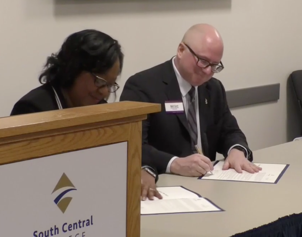 SCC President Annette Parker and MSU Interim Provost Matt Cecil sign the new collaborative agreement.